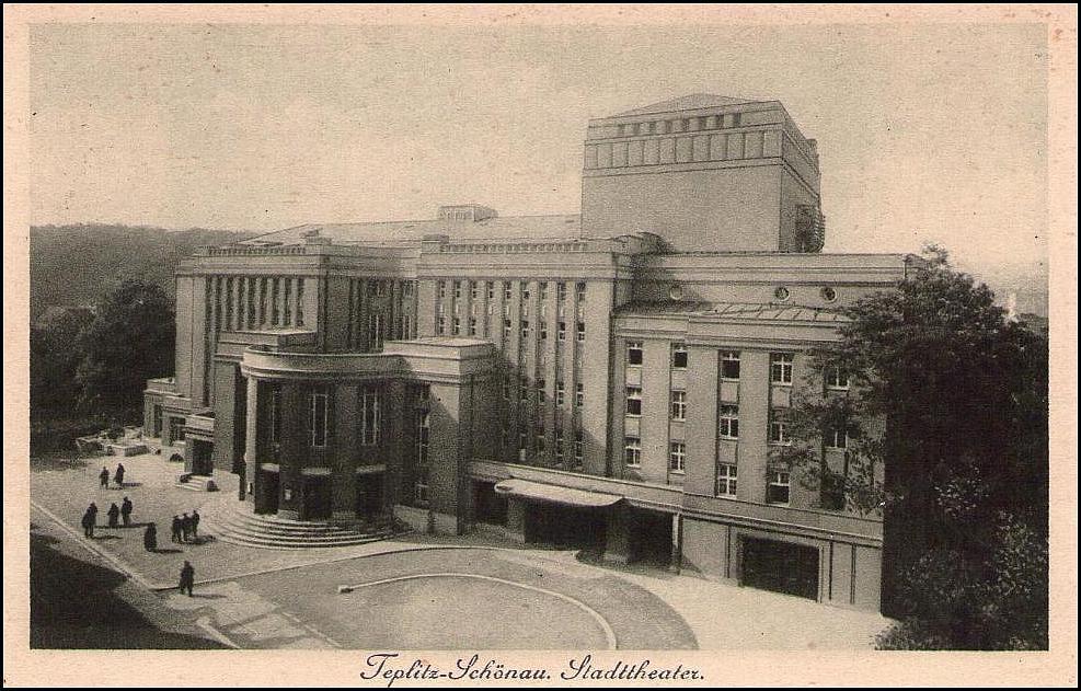 Le théâtre côté rue en 1930