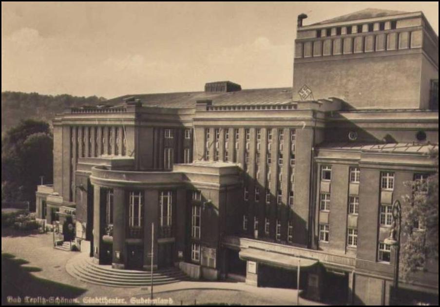 Le théâtre sous le 3ème Reich - Croix gammée sur le toit