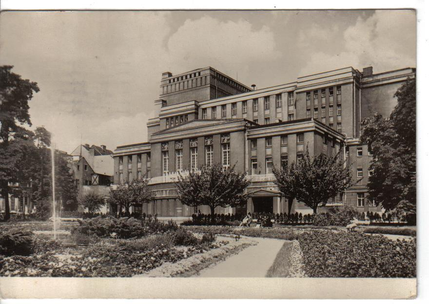 Le Stadttheater vu depuis le Kurgarten