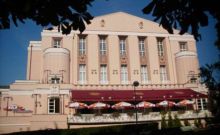 Façade du théâtre en 2006